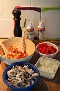 Salat und vorbereitetes Gemüse