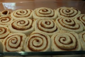cinnamon-rolls-with-cream-cheese-frosting-4