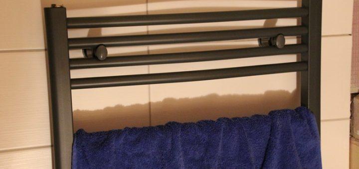 Elektrischer Handtuchheizkörper von Hudson Reed im Test