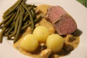 Rezept: Schweinefilet auf Champignon-Rahmsauce