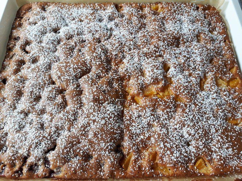 Rezept: Schneller Blechrührkuchen mit Früchten