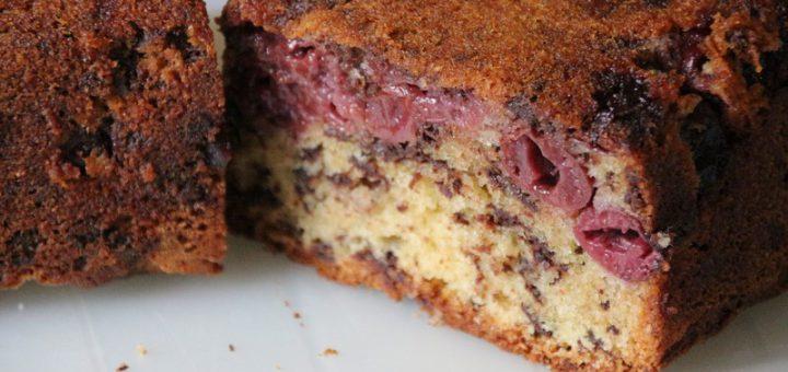 Rezept: Schneller, saftiger Kirsch-Schokosplitter-Kuchen