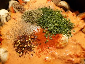 Rezept: Brokkoli-Hack-Auflauf mit Ajvar-Sahne