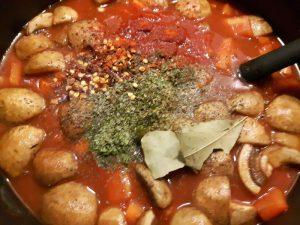 Rezept: Gulasch-Tomaten-Suppe (low carb)