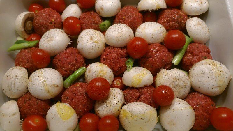 Rezept: Chili-Hackbällchen mit Champignon-Tomaten-Gemüse (low carb)