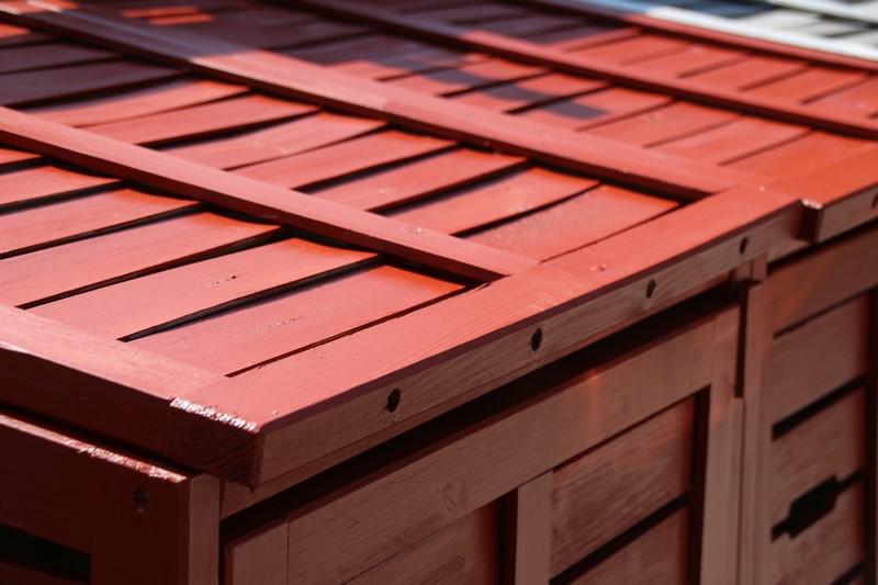 Consolan Wetterschutz-Farbe - Holzanstrich im Garten einfach gemacht