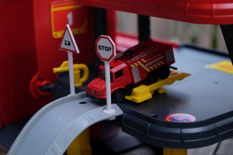 my world & Spielzeugeisenbahn Feuerwehrauto