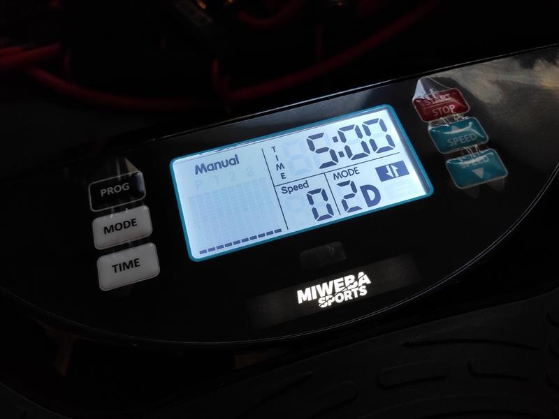 Miweba Sports Vibrationsplatte MV300 4D Wave Display