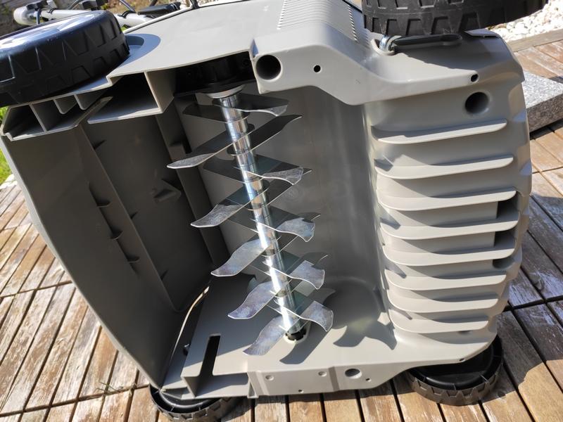IKRA Elektro Vertikutierer & Rasenlüfter unten